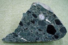日本最古の岩石 | 基盤研究部門...